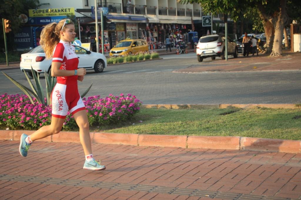 Julia Sanecka podczas roruchu biegowego w Alanyi - Turcja