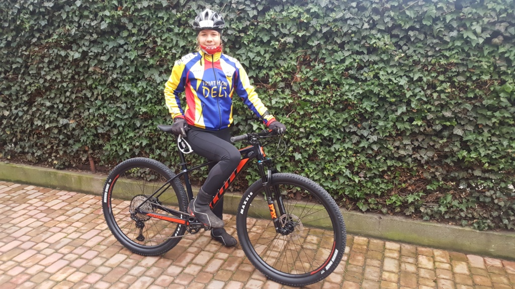 Julia Sanecka na nowym rowerze z PZTri